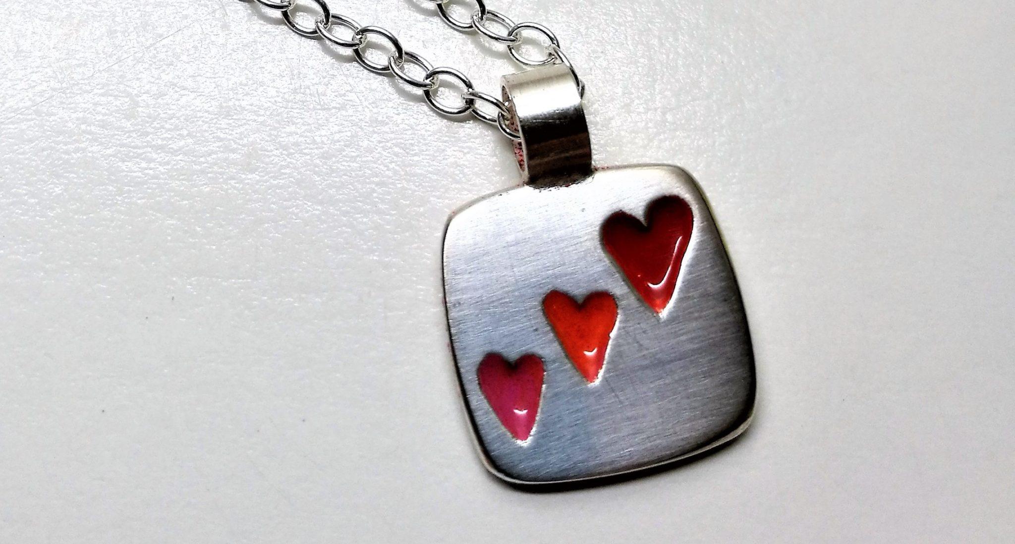 silver enamel heearts pendant hjärta halsband
