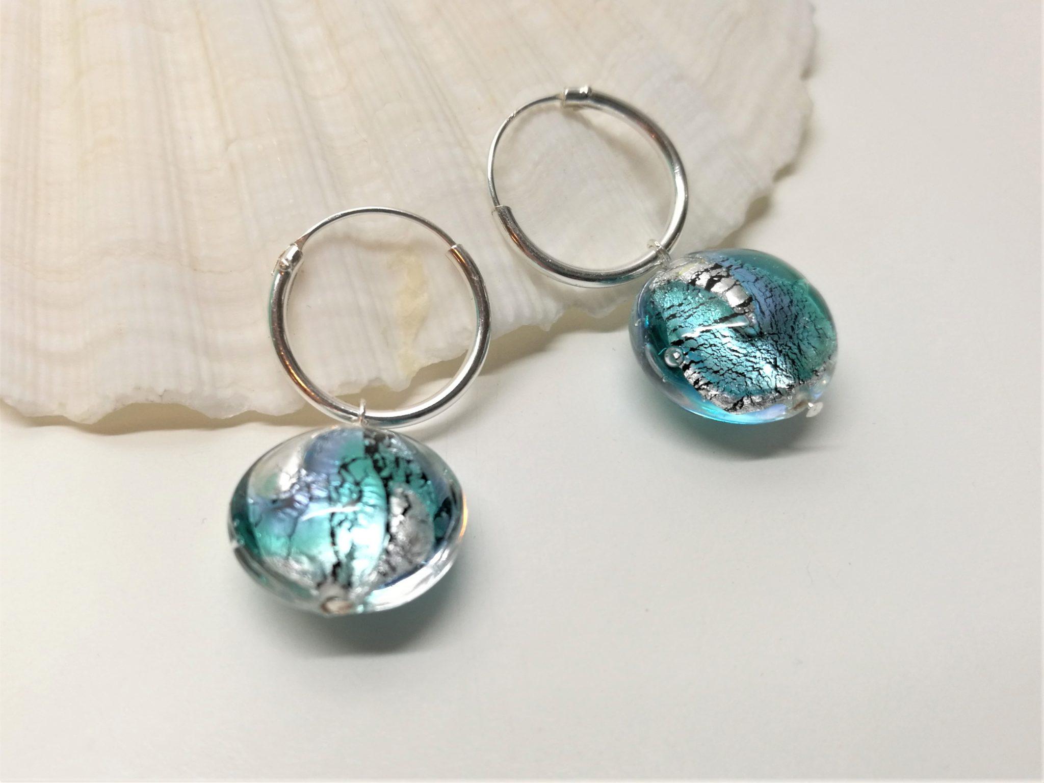 silver örhängen med muranoglas pärlor